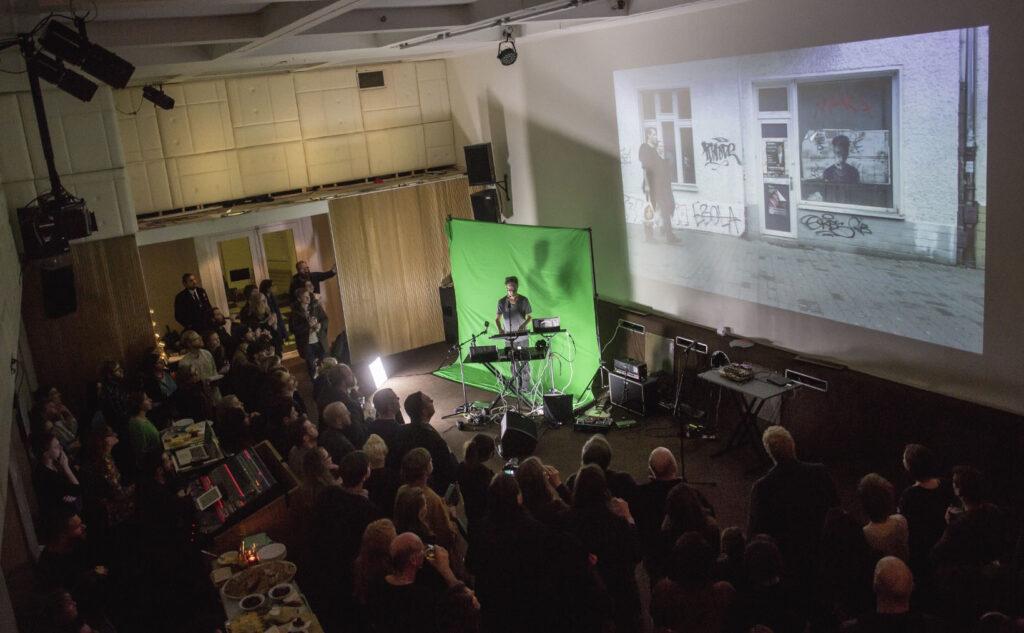 Bergen, 11. desember 2015: Bergen Elektroniske Kunstsenter feirer 15 års jubileum på Landmark. Foto: Eivind Senneset